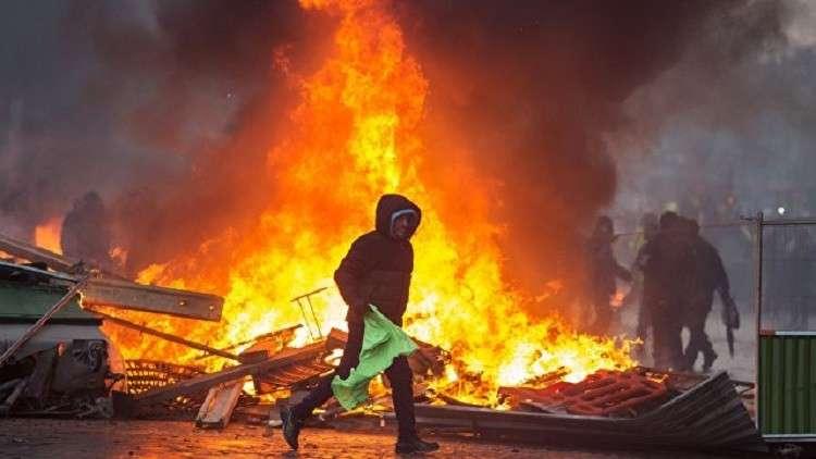 المحتجون في فرنسا يصعّدون ويحاصرون 11 منشأة لتخزين الوقود