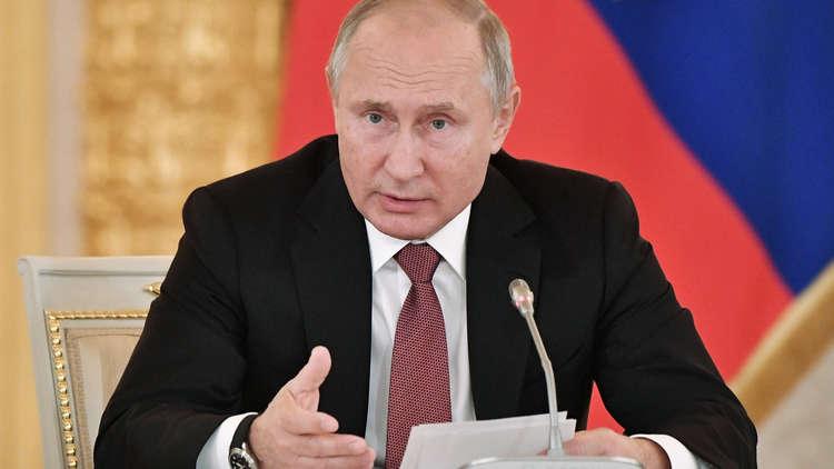 بوتين: بوروشينكو يتفنن في افتعال الأزمات والاستفزازات ويحمل روسيا المسؤولية