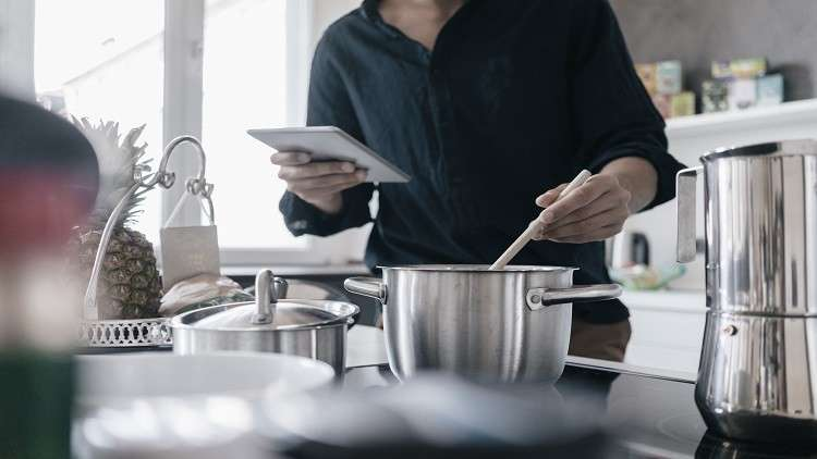 أوان مطبخية تهدد ذكورة وخصوبة