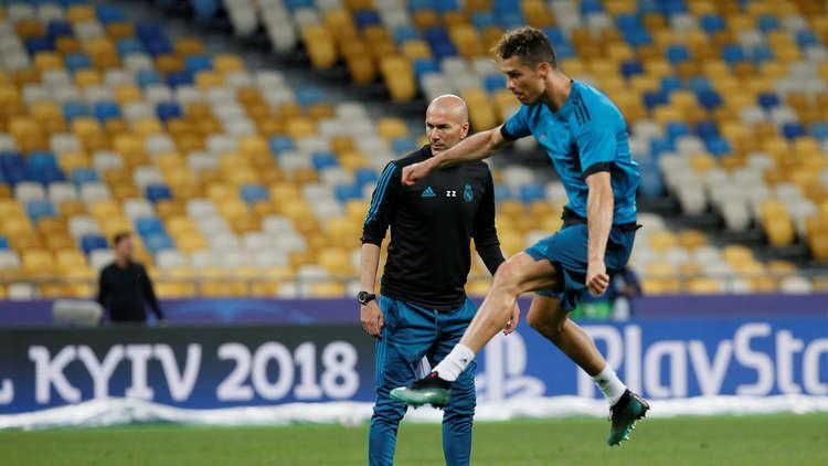 زيدان يصدم رونالدو في تشكيلة أفضل فريق كرة في العالم