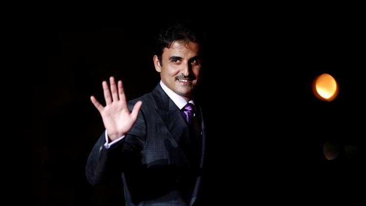 أمير قطر يعود لوطنه قبيل قمة الرياض وسط غموض في مشاركته