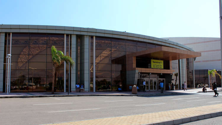 الخبراء الروس يتفحصون مطارات المدن السياحية المصرية