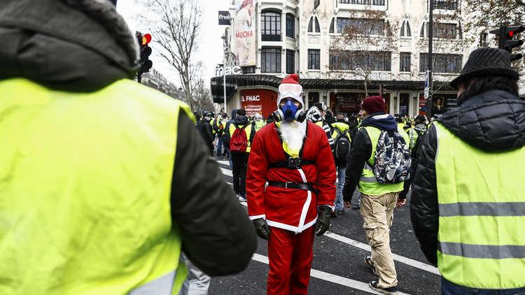 بالفيديو.. متظاهر يهتف بحياة الأسد وأبيه في باريس