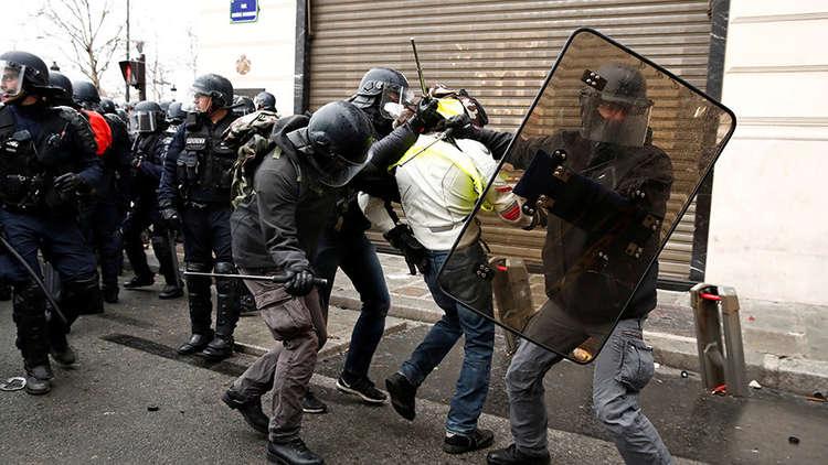 ارتفاع عدد موقوفي الاحتجاجات الفرنسية إلى 1726 شخصا