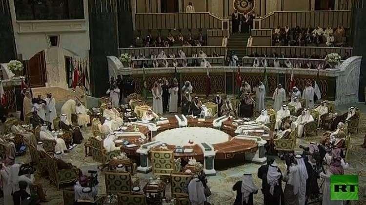 بغياب أمير قطر.. الملك سلمان يفتتح القمة الخليجية ويتهم إيران بتهديد أمن دولها