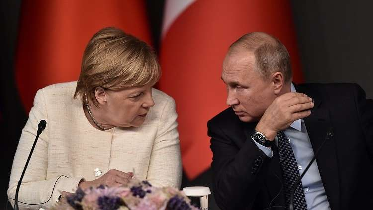 بوتين وميركل يبحثان حادث مضيق كيرتش والأزمة السورية