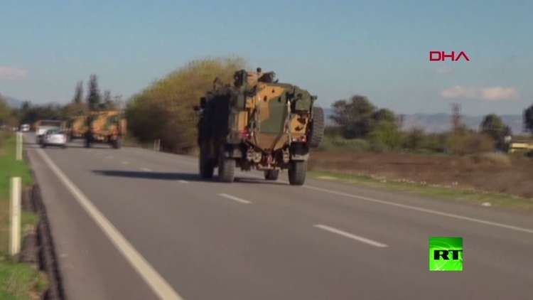 شاهد:  تعزيزات عسكرية تركية تصل إلى الحدود مع سوريا