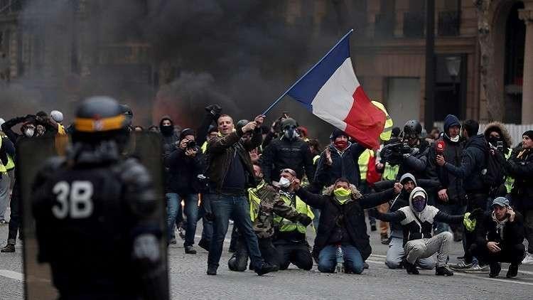 فرنسا تناشد السترات الصفراء بعدم التظاهر يوم غد السبت