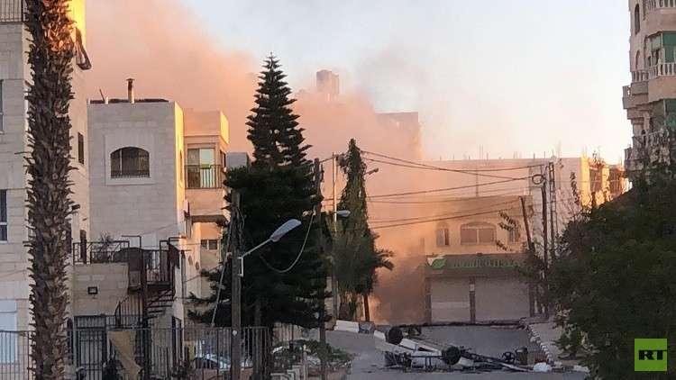 الجيش الإسرائيلي يقتحم مخيم الأمعري في رام الله ويفجر منزل أسير