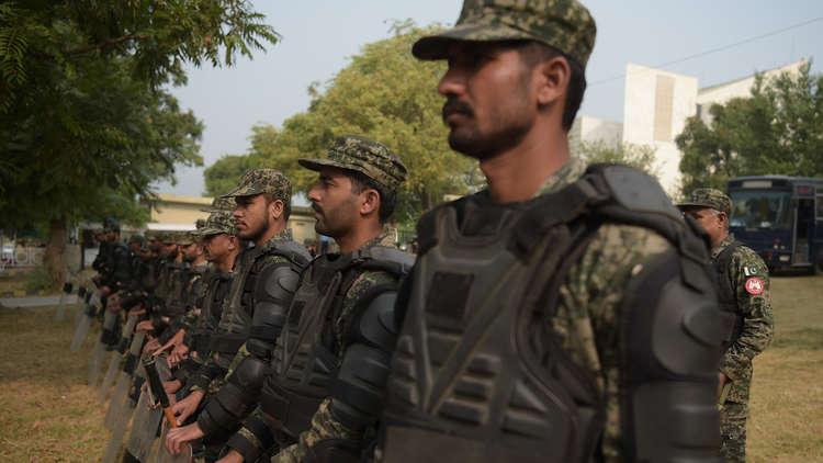 باكستان تستدعي السفير الإيراني بعد مقتل 6 من عسكرييها عند حدود البلدين