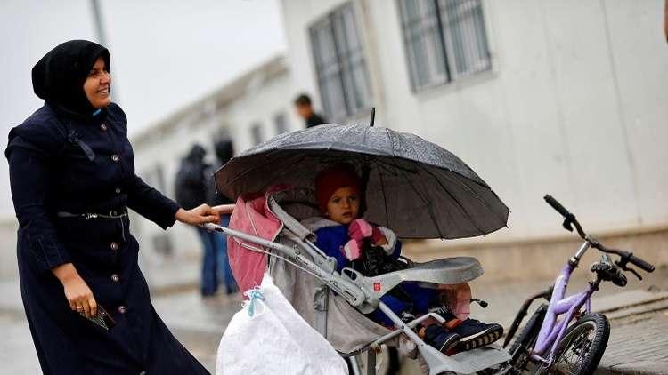 وزير الداخلية التركي يدعو لمنح الجنسية لأطفال اللاجئين السوريين