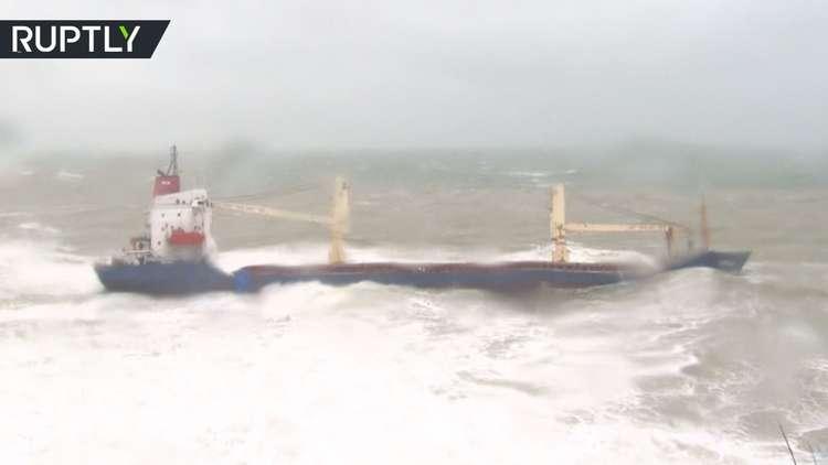 إنقاذ طاقم سفينة شحن جرفتها الريح قبالة اسطنبول