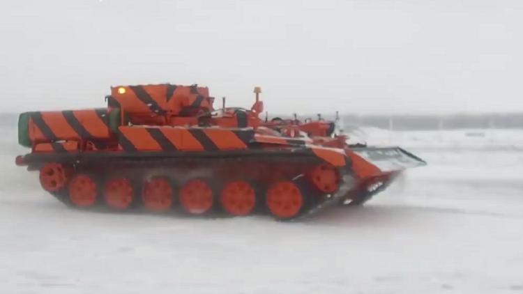 الدبابات تدخل الخدمة في مطار دوموديدوفو بموسكو