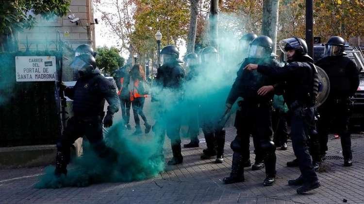 مواجهات بين الشرطة الإسبانية ومتظاهرين في برشلونة