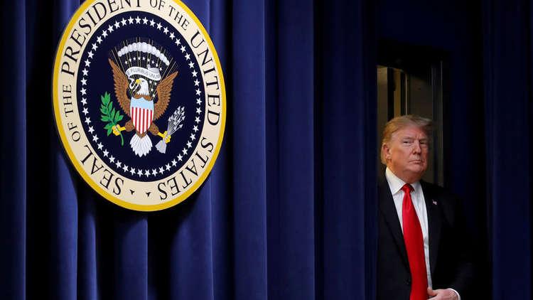 ترامب مغردا: أنا مسكين ووحيد في البيت الأبيض!