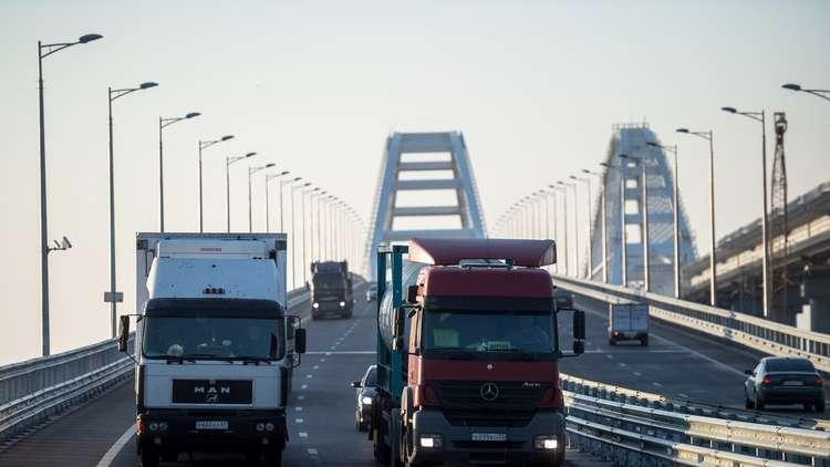 اقبال منقطع النظير على جسر القرم الروسي
