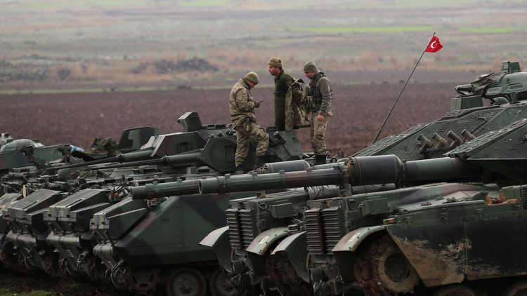 تركيا تواصل حشد قواتها عند الحدود مع سوريا