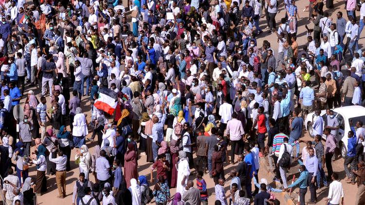 استعدادات أمنية للتعامل مع موكب ثان من المتظاهرين في الخرطوم وخطاب منتظر للبشير