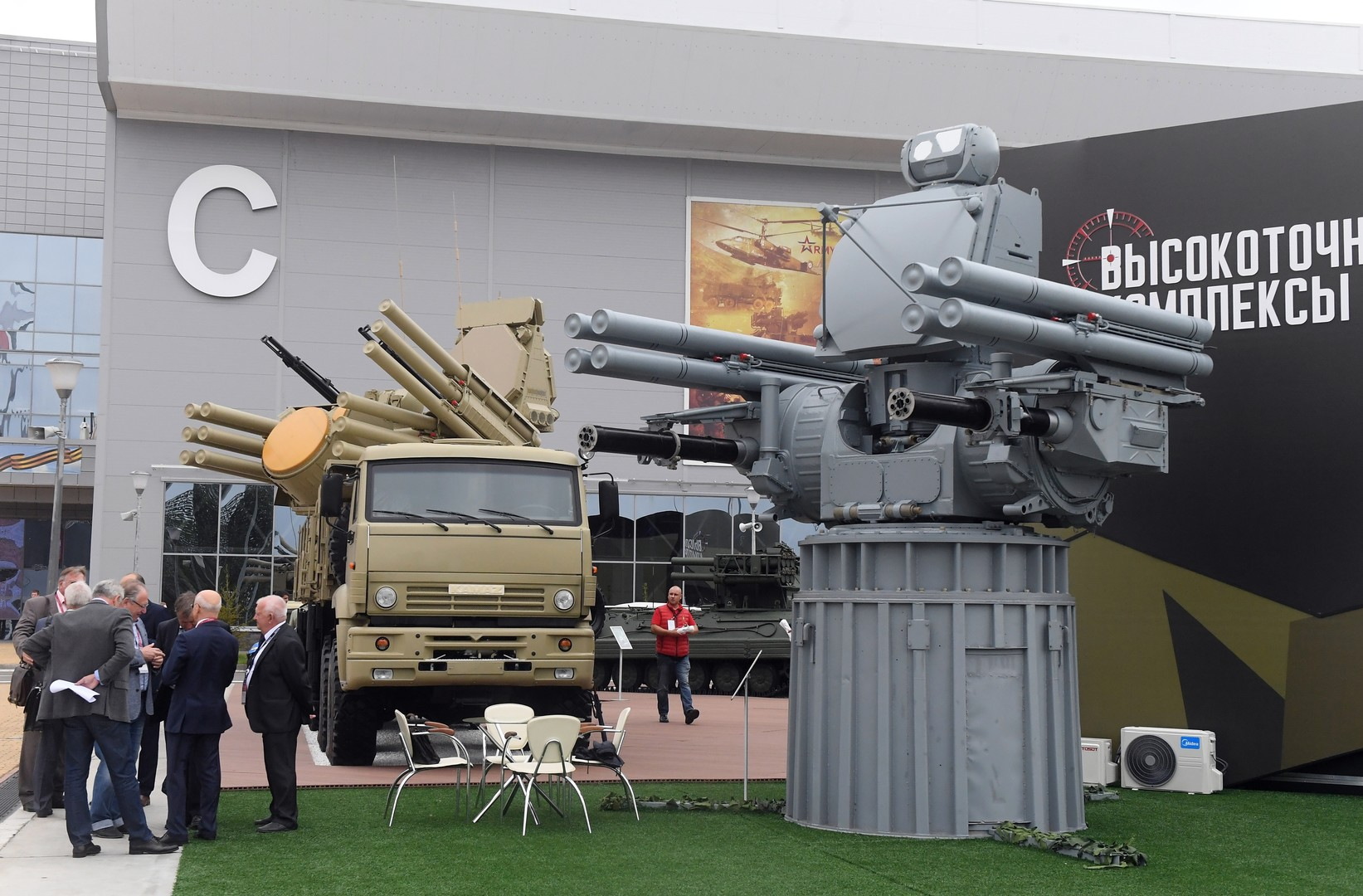 """كيف ستتسلح """"ميسترال"""" المصرية بأقوى الأسلحة والمعدات الروسية؟ 5c18f96bd437503a1c8b4593"""