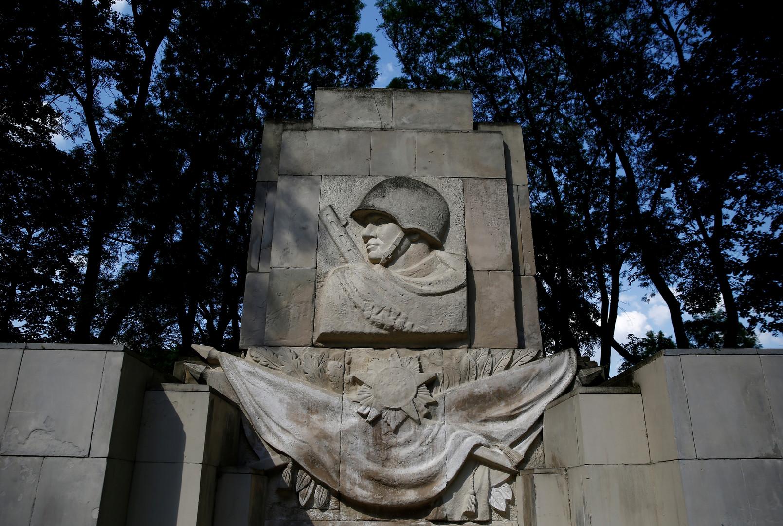 روسيا.. العثور على رفات جندي قتل عام 1942 ومواراته الثرى!
