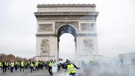 احتجاجات بالقرب من قوس النصر، باريس، 1 ديسمبر 2018