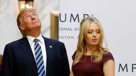 أرشيف -  دونالد ترامب وابنته تيفاني، الولايات المتحدة، 26 أكتوبر 2016