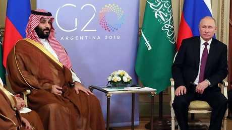 الرئيس الروسي، فلاديمير بوتين، وولي العهد السعودي، وزير دفاع المملكة، الأمير محمد بن سلمان