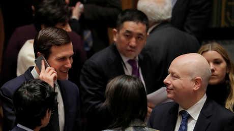 مبعوث البيت الأبيض لمفاوضات السلام في الشرق الأوسط جيمس غرونبلات وكبير مستشاري دونالد ترامب، جاريد كوشنر