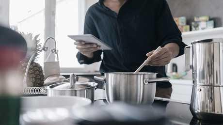 أوان مطبخية تهدد ذكورة وخصوبة الرجال!