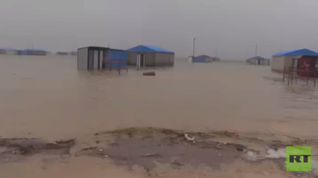 الأمطار تغرق مخيما للنازحين السوريين
