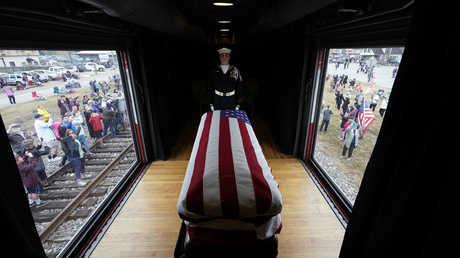 نقل جثمان جورج بوش الأب لمثواه الأخير