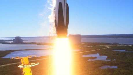 سقوط المرحلة الأولى لصاروخ فالكون في االبحر
