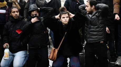 طلاب يحتجون على احتجاز زملائهم في فرنسا