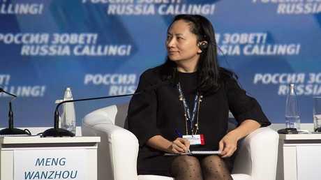 """المديرة المالية لشركة """"هواوي"""" للاتصالات مينغ وانتشو"""
