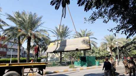 إزالة حاجز أسمنتي في شارع مؤدي إلى المنطقة الخضراء في بغداد، 28 نوفمبر 2018