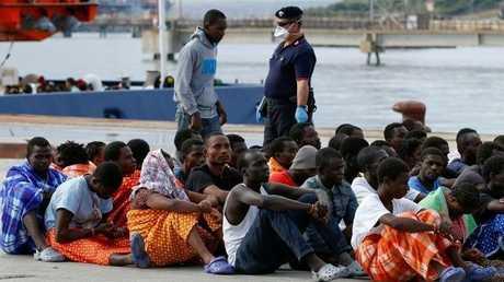 مهاجرون غير شرعيين في إيطاليا - أرشيف -