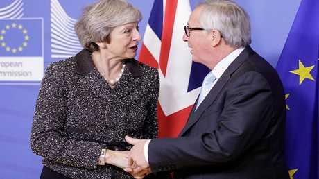 رئيسة الوزراء البريطانية تيريزا ماي رئيس المفوضية الأوروبية جان كلود يونكر
