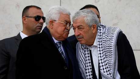الرئيس الفلسطيني محمود عباس ونائب رئيس حركة فتح محمود العالول