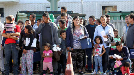 مجموعة مهاجرين من أمريكا اللاتينية في ولاية تكساس الأمريكية