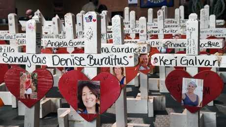 جزء من نصب تذكاري أقيم إحياء لذكر ضحايا إطلاق النار في مدينة لاس فيغاس الأمريكية