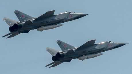 طائرة ميغ 31 مجهزة بصاروخ