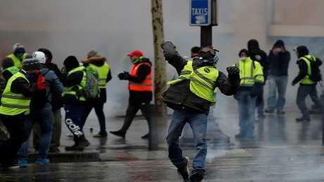 بوتين يعلق على احتجاجات السترات الصفراء في فرنسا