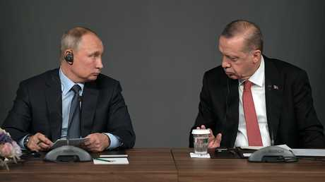 الرئيس التركي، رجب طيب أردوغان، والرئيس الروسي، فلاديمير بوتين، خلال لقائهما في اسطنبول يوم 27 أكتوبر 2018
