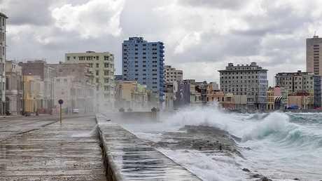 عمليات إجلاء وسط فيضانات اجتاحت عاصمة كوبا