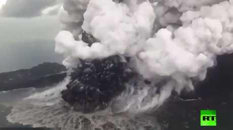 شاهد البركان الذي أثار تسونامي إندونيسيا