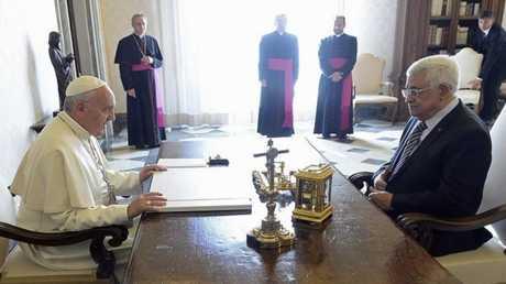 الفاتيكان -البابا فرنسيس والرئيس الفلسطيني محمود عباس (صورة أرشيفية)
