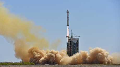 جامعة آمور تخطط لإطلاق أول قمر صناعي خاص بها