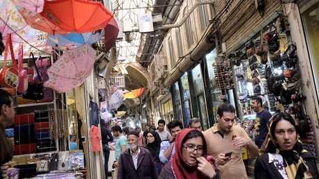 أرشيف - سوق في طهران، 7 أكتوبر 2015