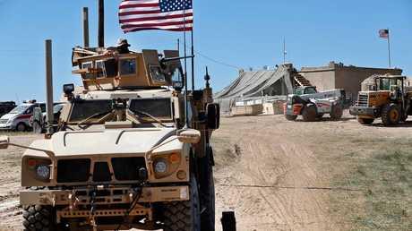 عربة مصفحة أمريكية في منطقة مدينة منبج السورية