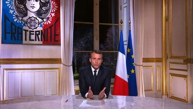 ماكرون من قصر الإليزيه يطالب الفرنسيين بـ